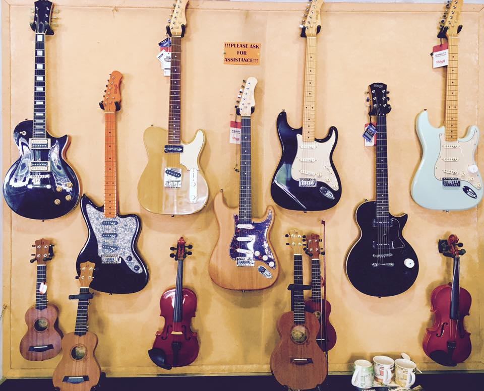 Various Guitars Available! From that Glossy eye-catching Les Paul to the infamous Strats, One same as Billie Joe's